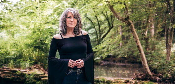 Kathy-Mattea-Acoustic-Living-Room