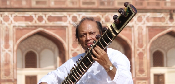 Nishat-Khan-Traditional-Sitar